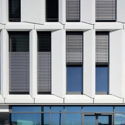 Outdoor Venetian Blinds - Exterior Awnings & Shades
